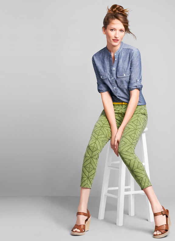 gap outfit green pants printed chambray shirt yellow belt wedge sandals