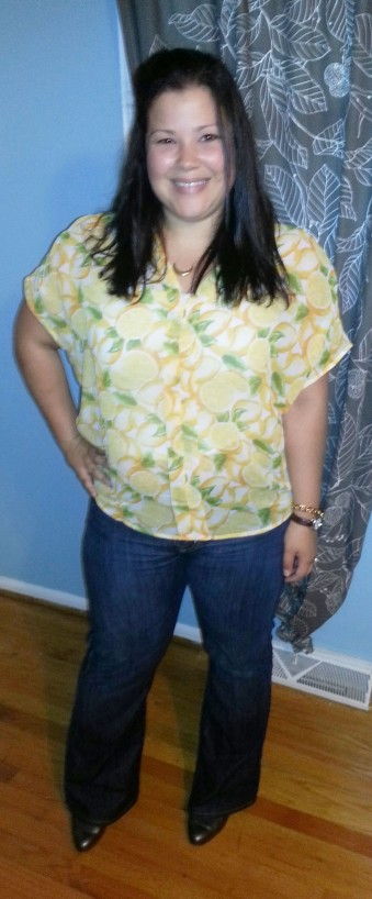 Short-sleeve V-neck Top in Lemon Blossom Print